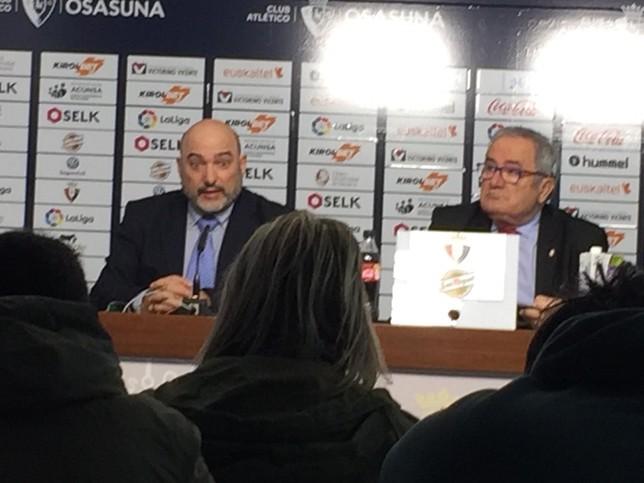 El presidente de Osasuna, Luis Sabalza, comparecía junto con Pedro Chacón, gerente de ADA Sistemas. Gonzalo Velasco