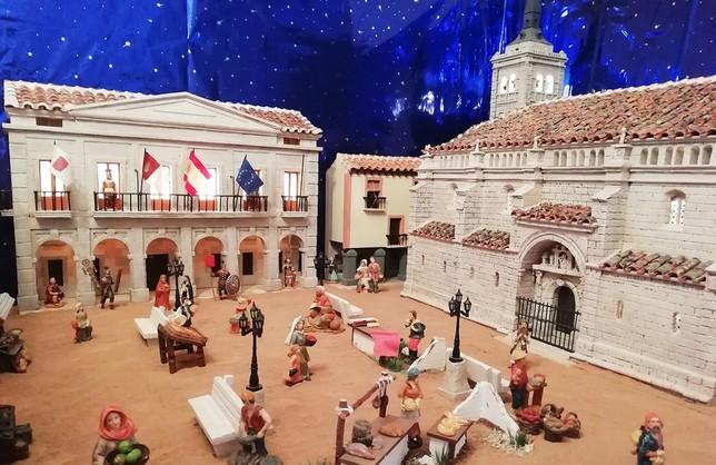 El belén tiene lugares inconfundibles como la plaza Mayor, con el Ayuntamiento, el edificio de las Buhardillas y la colegiata San Benito Abad.