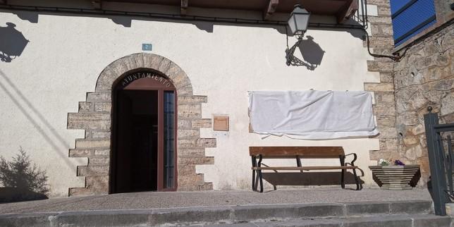 El alcalde de Cabrejas denuncia la pintada aparecida