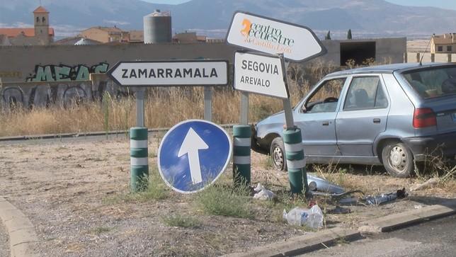 Herido un hombre tras volcar en la rotonda de Zamarramala