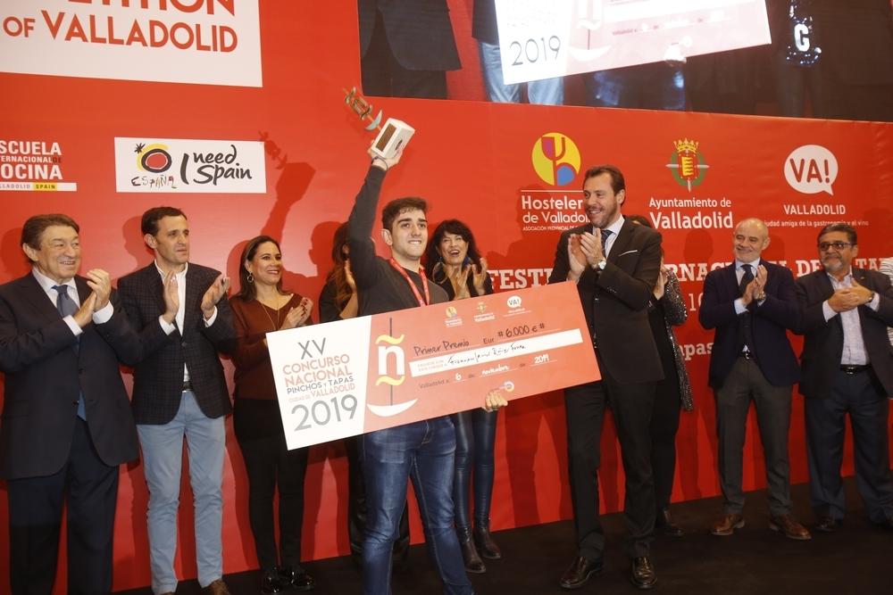 Javier Ruiz Fonta, de La Jamada de Arrabal (Burgos), ganador del Concurso Nacional de Pinchos con su 'Pollo escalmendrado'.