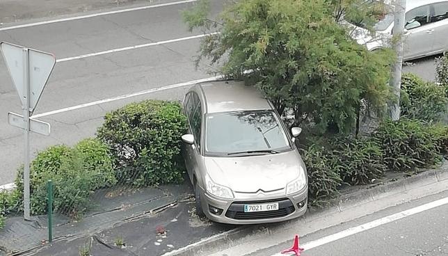 Acaba con su coche en la mediana tras un despiste al volante Nuria Tirapu
