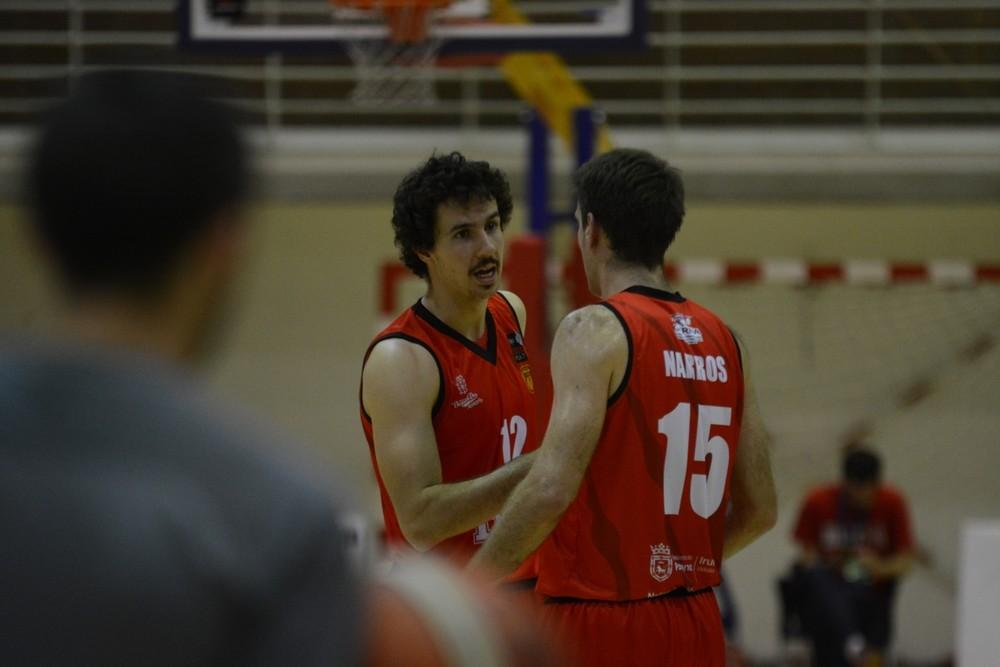 Yárnoz y Narros hablan en un partido anterior.
