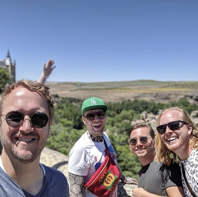 El grupo Imagine Dragons degusta cochinillo en Segovia