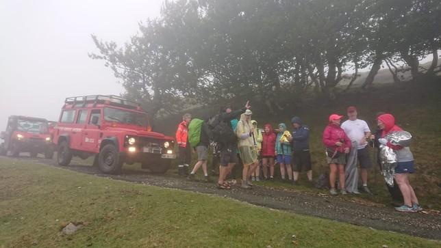 Rescatados una veintena de peregrinos perdidos en Lepoeder