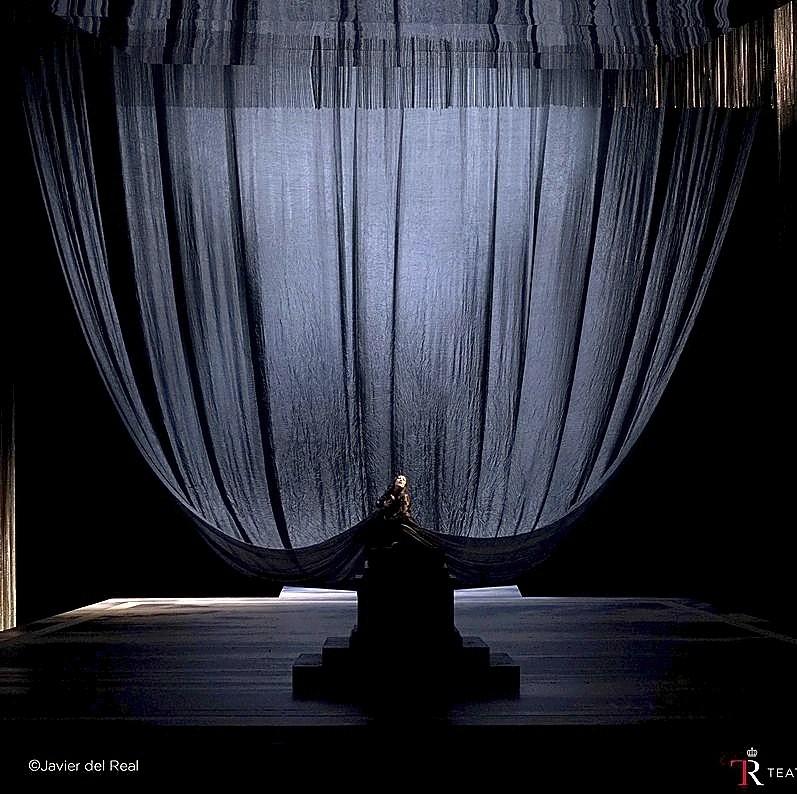 Escena final, con el magistral efecto del velo como alegoría del dolor amoroso