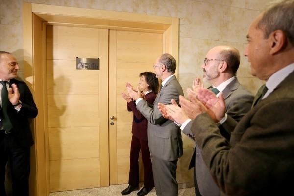 Las Cortes dedica una de sus salas a Miguel Delibes
