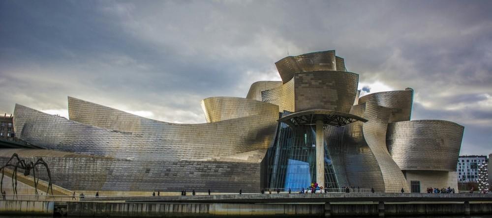 El icónico edificio de Frank Gehry es el buque insignia cultural de la ciudad de Bilbao.