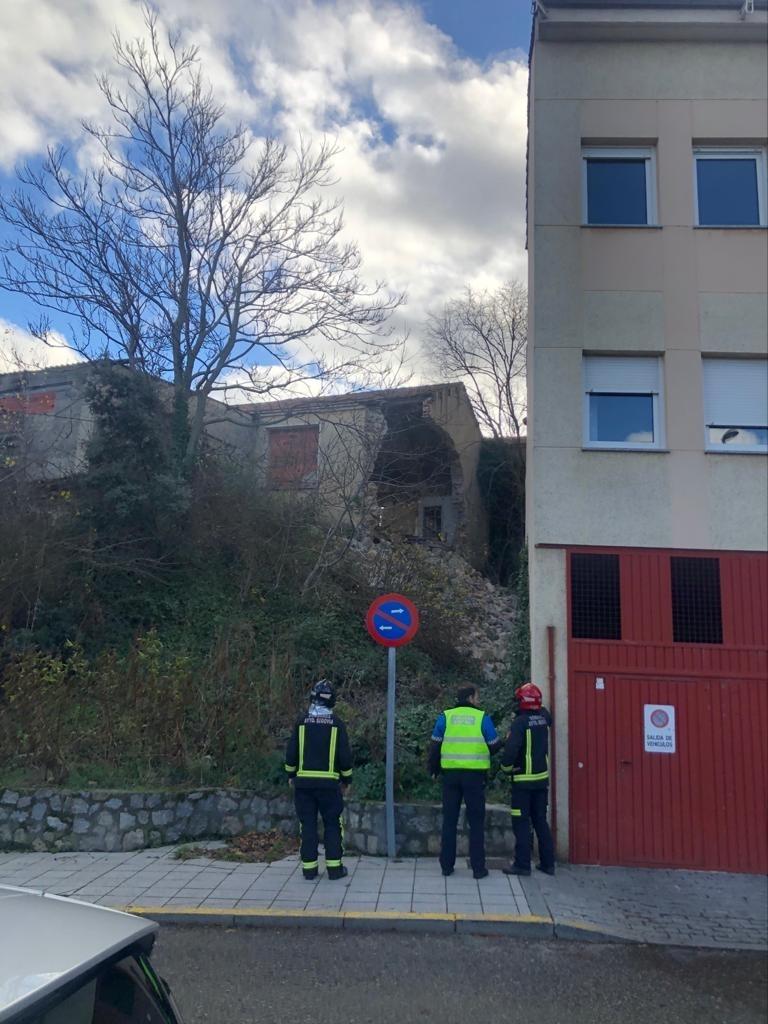 Se derrumba parte de una antigua fábrica en San Lorenzo