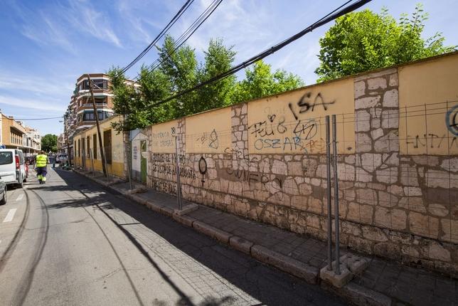 Comienza la construcción del estacionamiento de calle Lirio