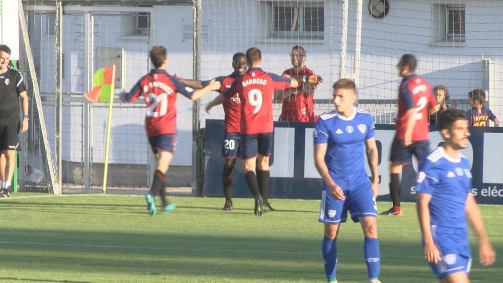 Marcos Mendes celebra su gol junto a sus compañeros