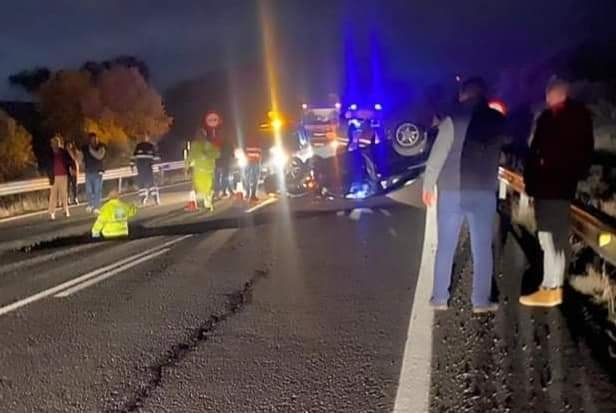Accidente de tráfico al hundirse la carretera en Saceruela