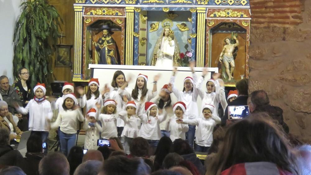 Niños y niñas de Martiherrero pusieron el toque de color en el Festival
