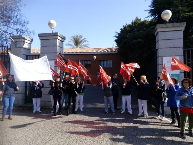 Concentración de protesta de limpiadoras de la RSA San José