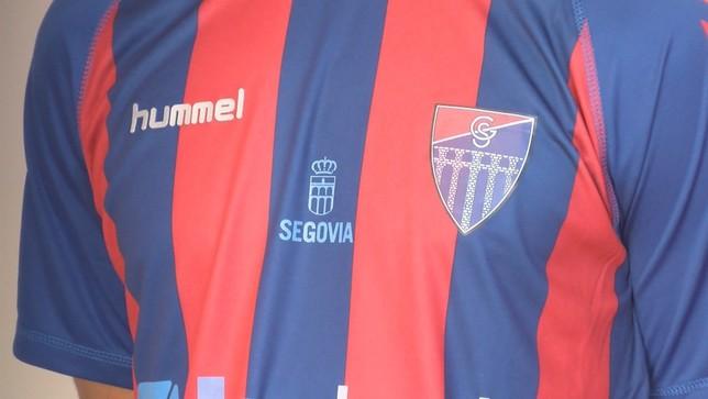 La nueva camiseta de la Segoviana, a la venta el día 25