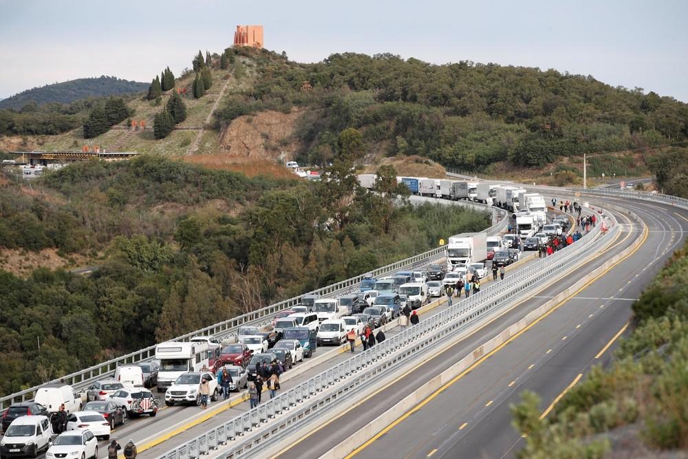 El independentismo vuelve al asfalto y atasca La Jonquera