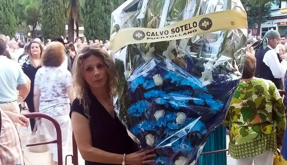 Jotas, flores y lluvia en la ofrenda floral a la Virgen