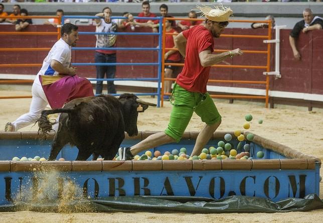 La porción de ruedo destinada a las vaquillas fue la que más actividad y protagonismo acaparó en el desarrollo del festejo. Daniel Canas