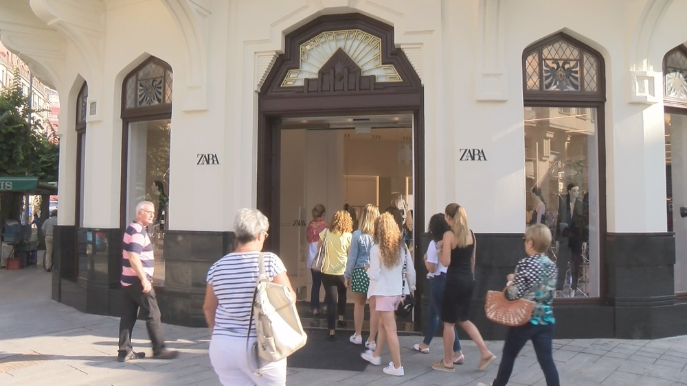 El 'gigante' Zara ya ha abierto sus puertas en Pamplona