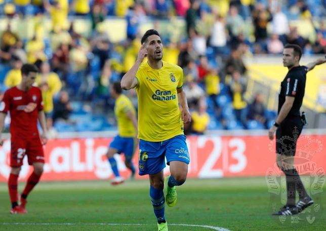El jugador del Las Palmas Fidel celebra uno de sus dos goles @UDLasPalmas