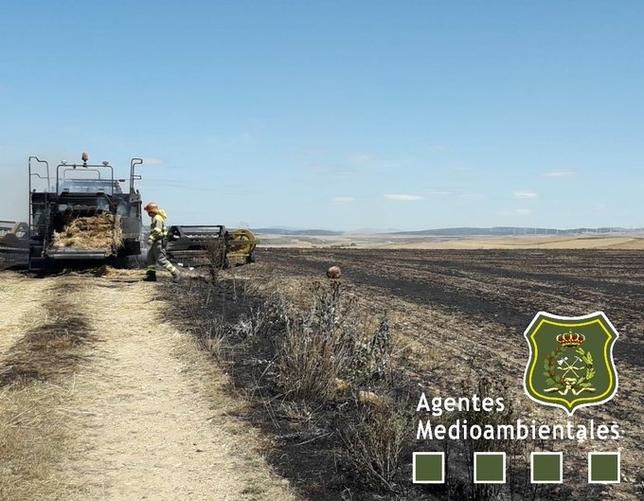Una cosechadora causa un incendio de rastrojo en Hurones