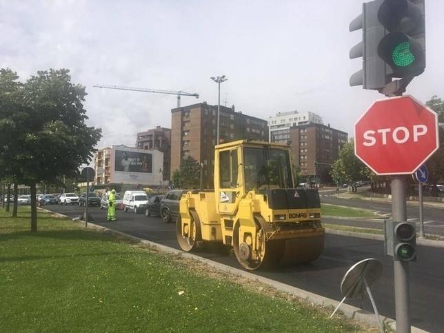 Atascos en la avenida de Salamanca por obras de asfaltado