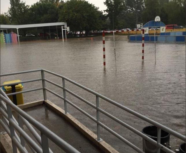 El Colegio Público San Pedro de Mutilva, inundado