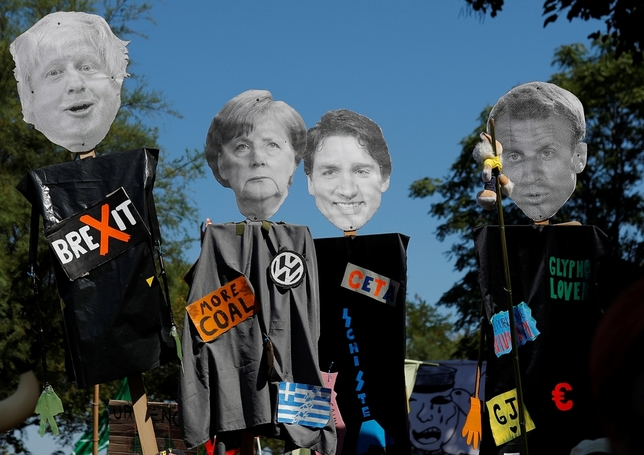 Hendaya vive la 'contracumbre' del G-7