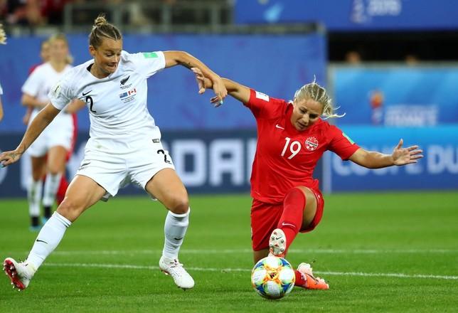 Holanda y Canadá pasan de ronda