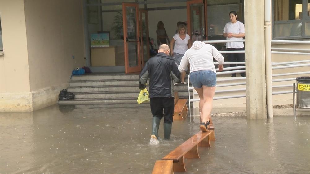 El agua suspende clases en el C.P San Pedro de Mutilva