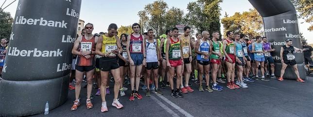 La carrera contó con la participación de más de 400 atletas.
