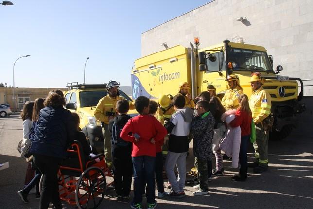 La Asociación Sonrisas visita el Hospital Virgen de la Luz