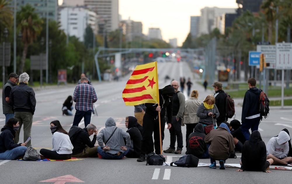 Primeros cortes en Barcelona por la huelga general
