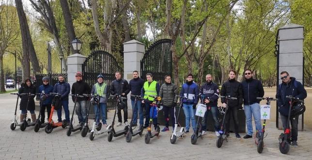 Usuarios del patín se concentraron y recorrieron la ciudad como muestra de protesta. VMPs Albacete