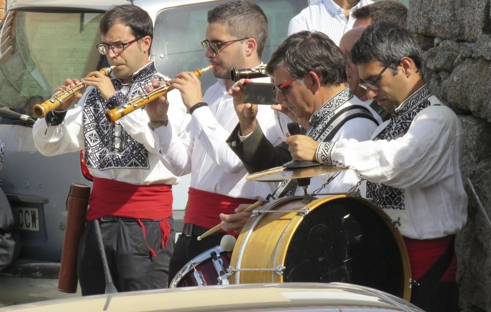 La gaitilla acompaña a la procesión durante todo el recorrido