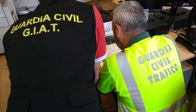 Desarticulan un grupo criminal de compraventa de coches Guardia Civil