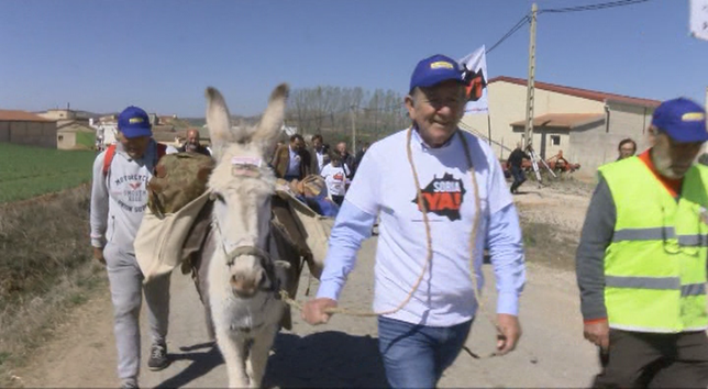 Arranca el viaje del alcalde de Torrubia a pie a Calatayud