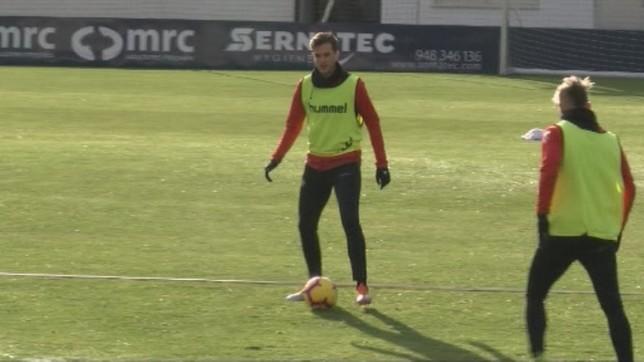 Villar recibe un pase de Brandon en una sesión en Tajonar NATV