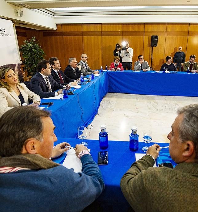 Casado no descarta un 'pacto a la andaluza' para la región Rueda Villaverde