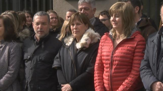 La presidenta Uxue Barkos encabeza la concentración frente al Palacio de Navarra