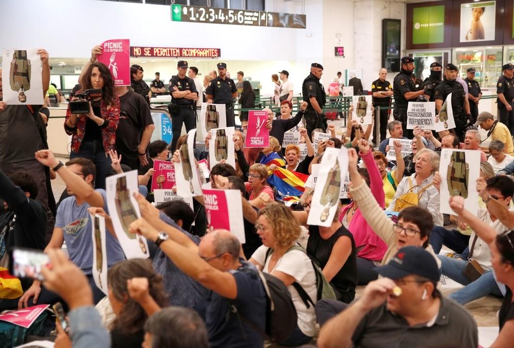 Los independentistas se concentran en el metro de Barcelona