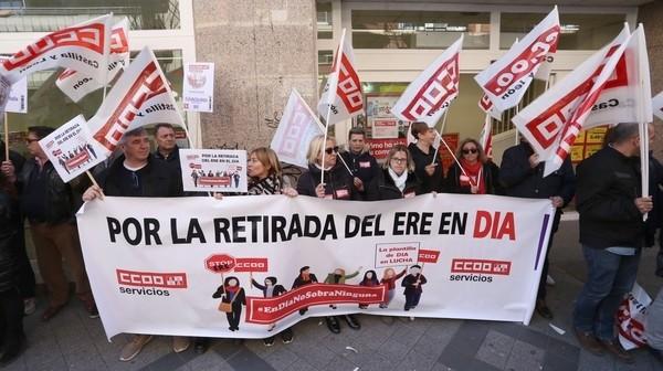 Los trabajadores de DIA exigen la retirada del ERE