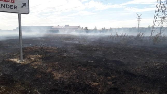 Arde más de una hectárea de pasto en Sotopalacios