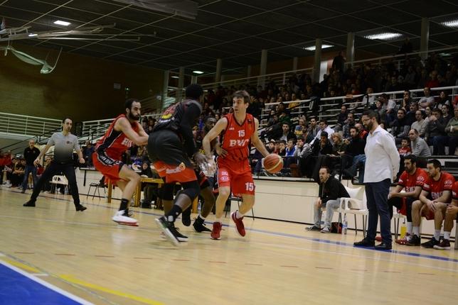 Basket Navarra vence con apuros en un duelo intrascendente