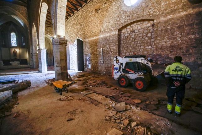 Reforma integral de suelo en la parroquia de Santiago Rueda Villaverde
