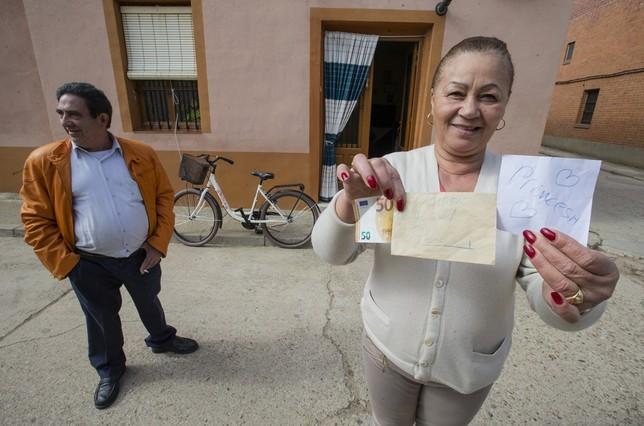 """Un misterioso benefactor que regala dinero en Villarramiel Á""""scar Navarro"""