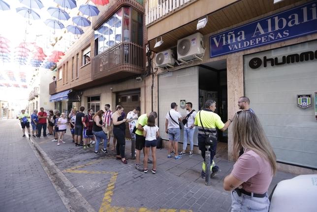 El Viña Albali Valdepeñas presenta sus nuevas equipaciones