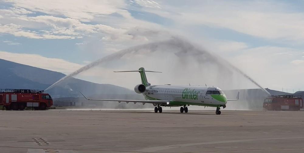 El avión de Binter en el Aeropuerto de Noáin