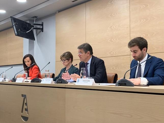 Catalá muestra el apoyo del PP a los colegios profesionales