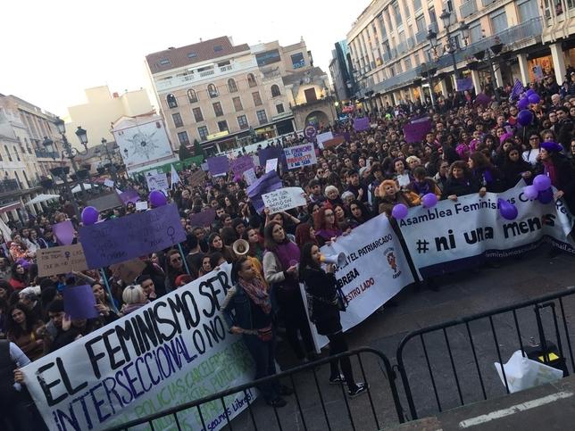 Ciudad Real se tiñe de violeta por el 8-M